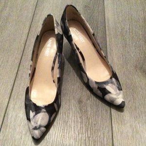 Nine West Textile Gray Floral Kitten Heels Size 7